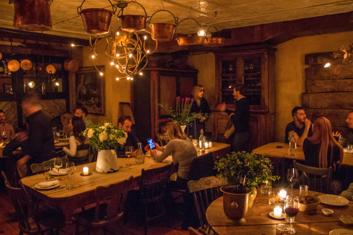 Il Buco communal tables