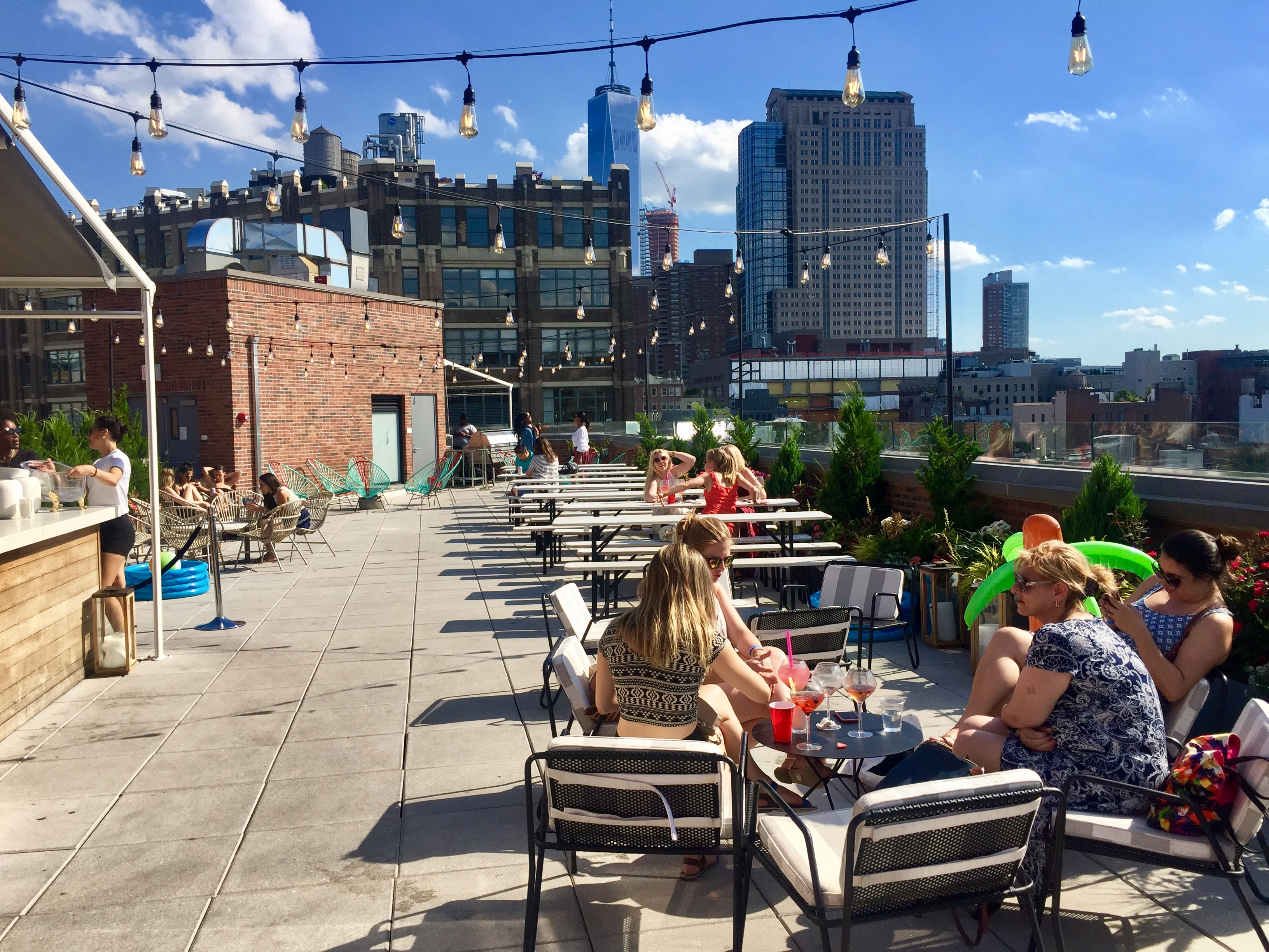 Good Story Rooftop Bar – Surf Shack at Arlo Soho